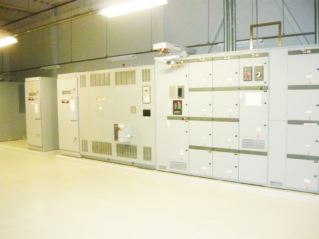 Hitachi electrical servers in a large room.